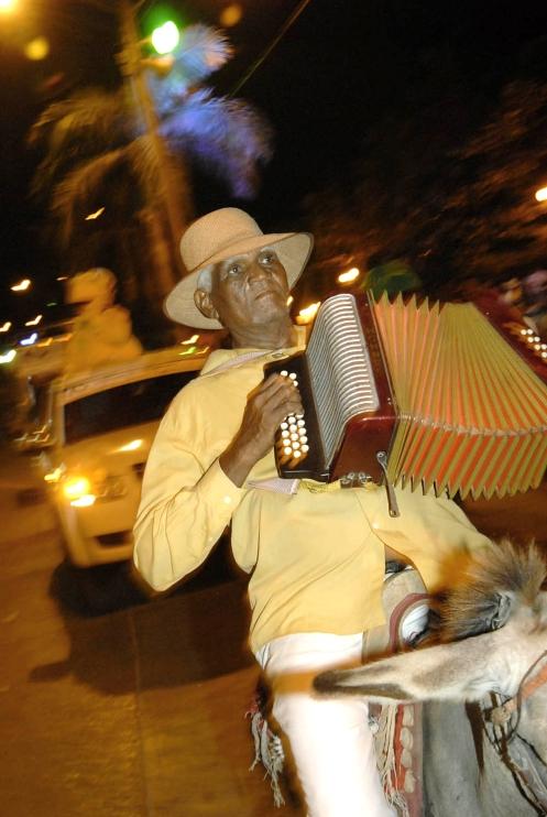 Francisco el hombre. Desfile inaugural