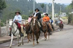 Hacia Desfile por el Camino de las Haciendas hacia Pintag